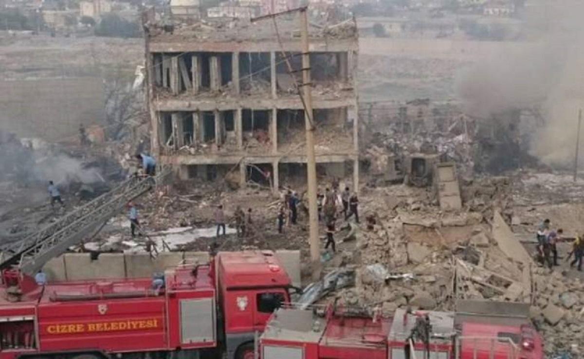 O explozie cu masina-capcana a avut loc la o sectie de politie din Turcia