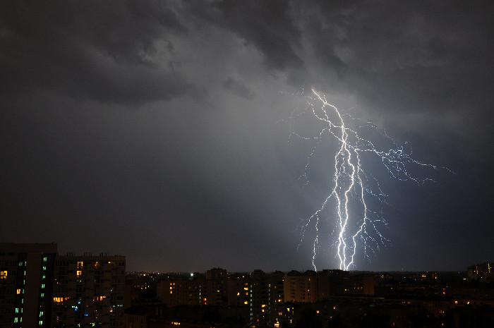 Furtuna si ploaie torentiala în weekend