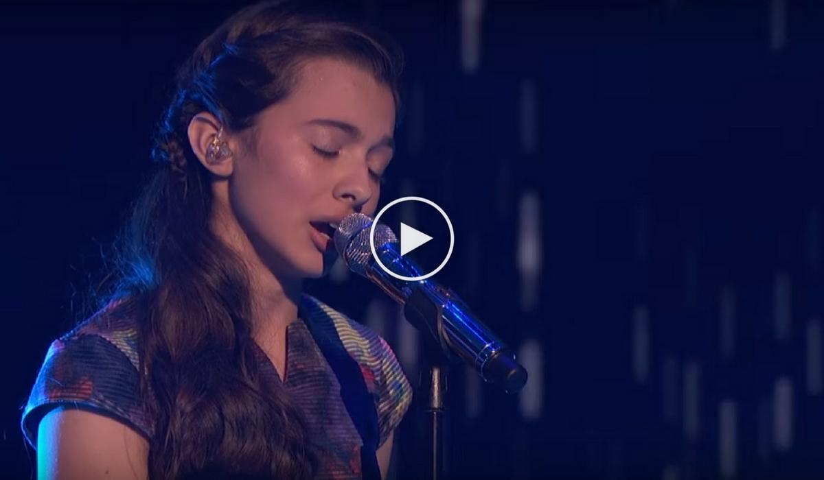 "Laura Bretan a facut din nou spectacol la ""America's Got Talent"". Adolescenta a interpretat melodia ""Pie Jesu"" si i-a cucerit pe jurati!"