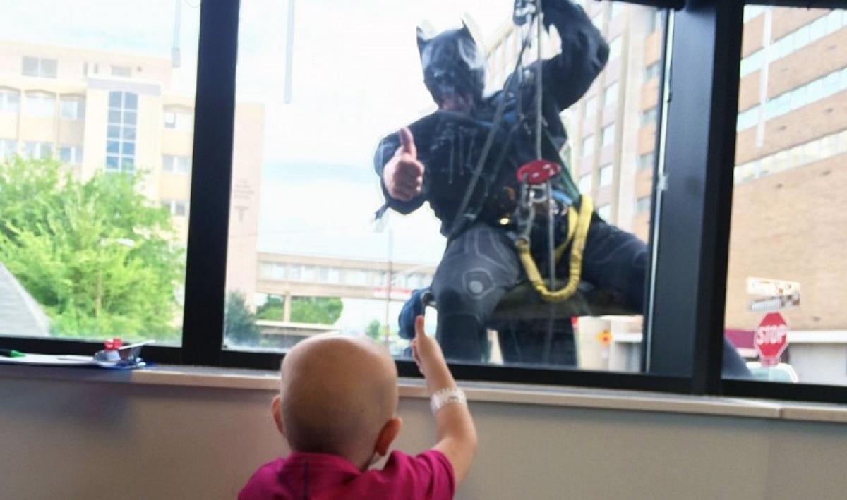 Conducerea unui spital de copii s-au gandit la o modalitate de a-i face pe micutii internati sa zambeasca.