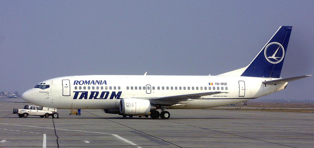 150 de români blocați pe Aeroportul din Madrid de cel puțin 12 ore: Avionul companiei Tarom are defecțiuni tehnice