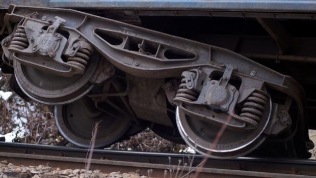Locomotiva unui tren a deraiat miercuri dimineata in judetul Brasov, in apropiere de localitatea Cristian. Circulatia feroviara a fost intrerupta