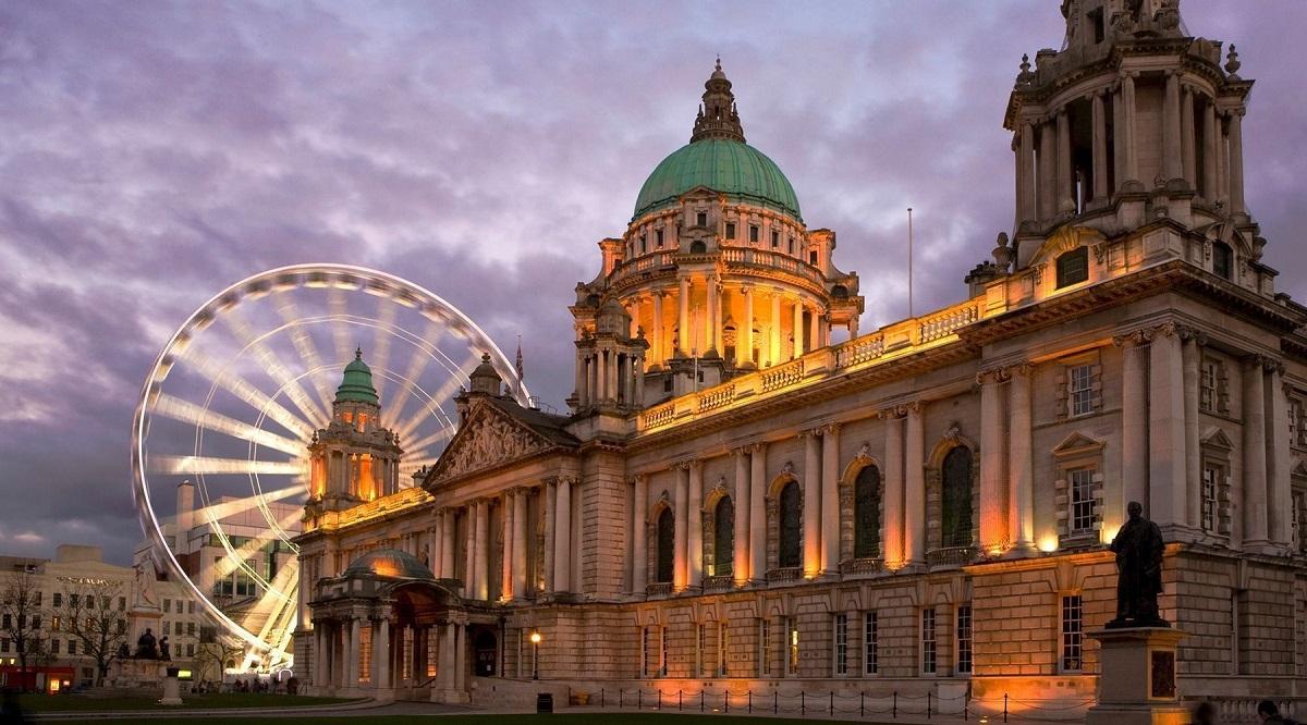 Autorităţile britanice au descoperit materiale explozive în urma unor percheziţii din Belfast