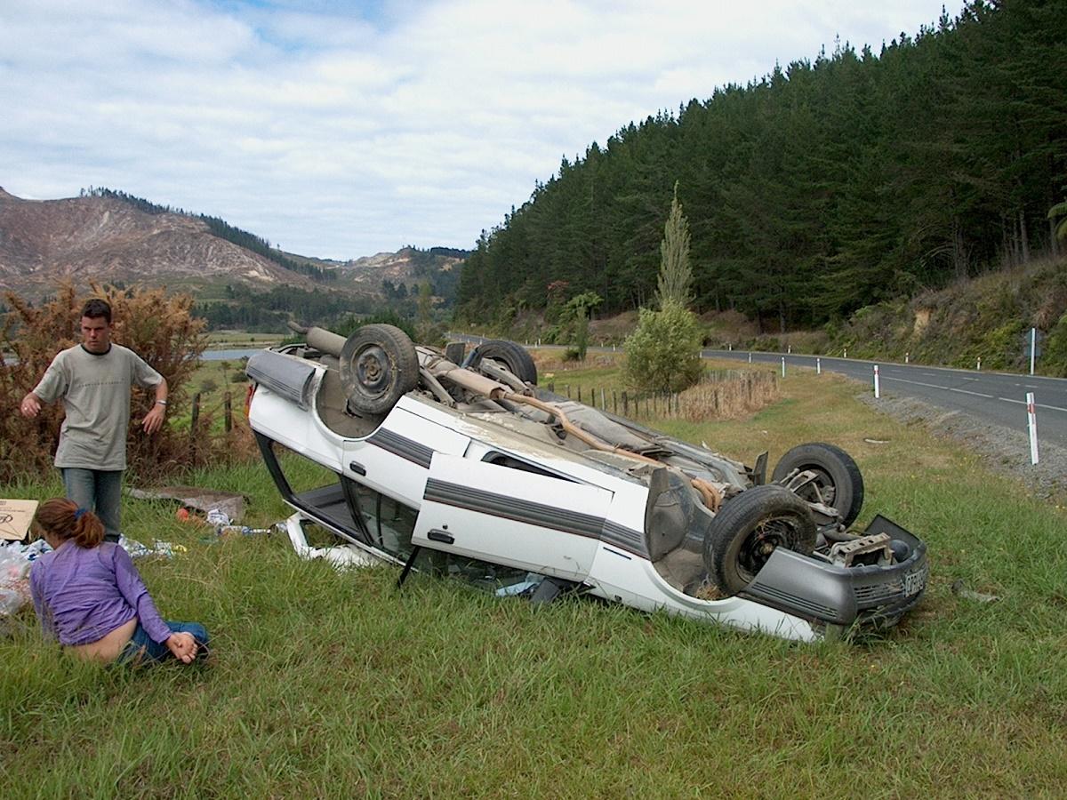 Un accident a avut loc joi, in judetul Sibiu, pe Drumul Judetean 106. Cinci persoane au fost ranite, dupa ce masina in care se aflau s-a rasturnat.