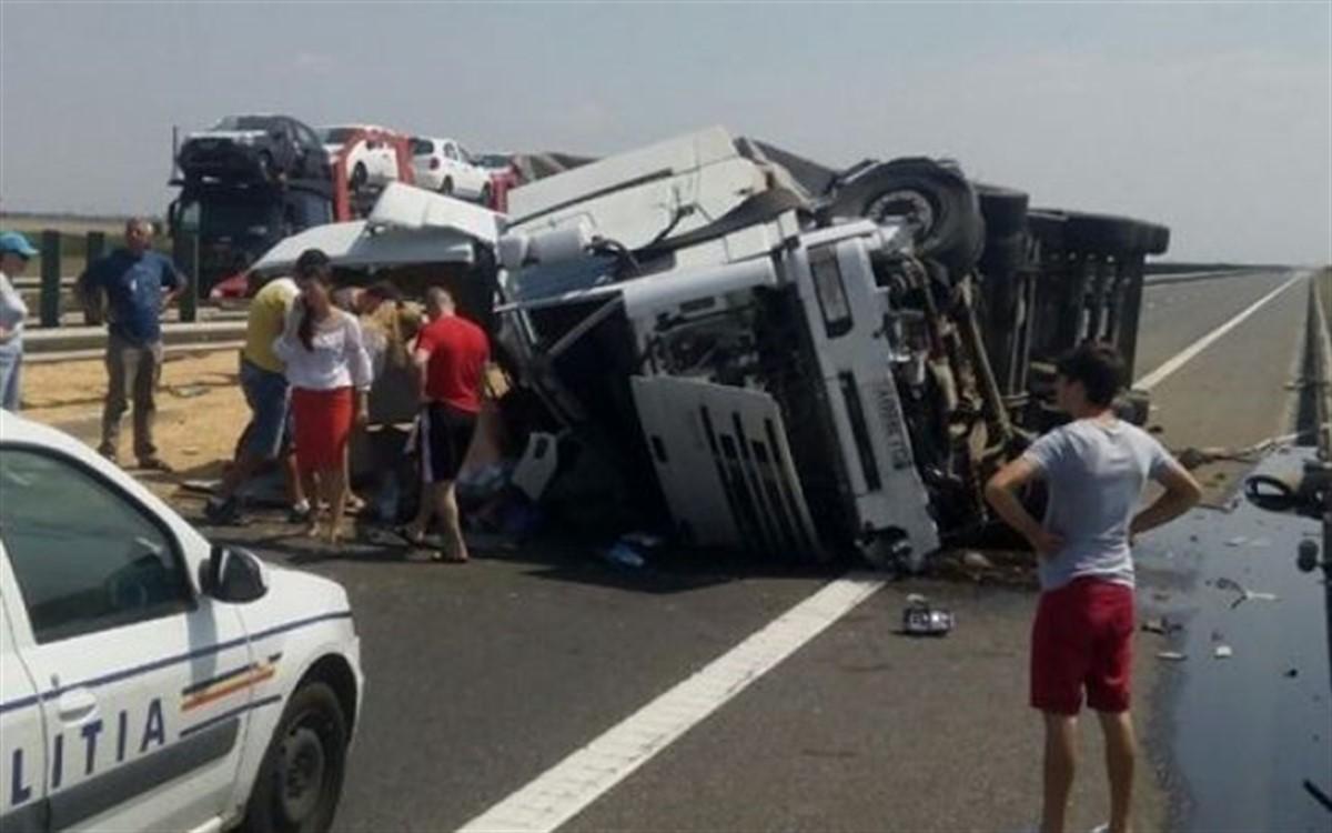 Un accident s-a produs pe Autostrada Soarelui, in apropiere de localitatea Fundulea din Judetul Calarasi, dupa ce un camion s-a rasturnat.