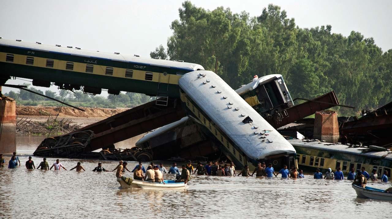 Un accident feroviar grav s-a produs în Pakistan. Cel puțin șase oameni au murit, iar alți 150 au fost răniți, după coliziunea a două trenuri.