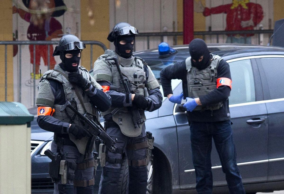 Un atac cu arma alba asupra a doi politisti a fost comis miercuri, la Bruxelles.