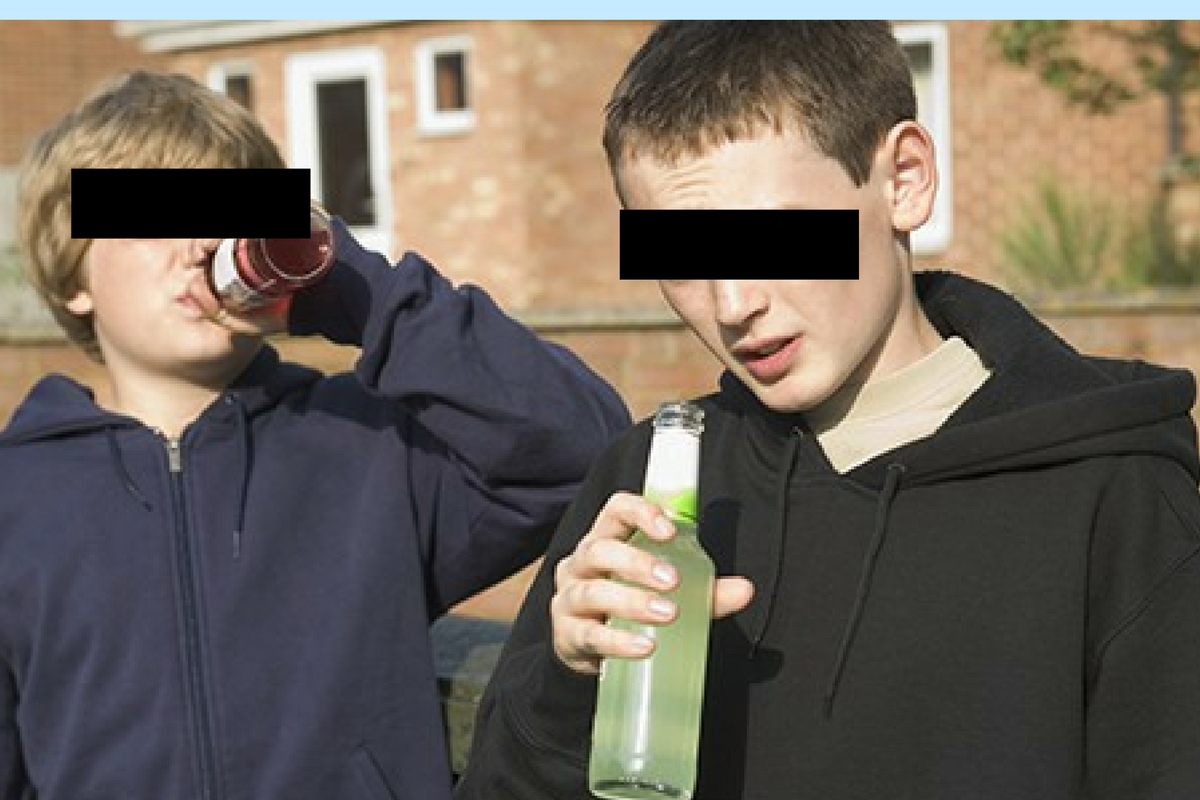 Doi frati de 7, respectiv 9 ani, din judetul Botosani, au fost gasiti aproape in stare de inconstienta pe un camp, dupa ce au consumat alcool.