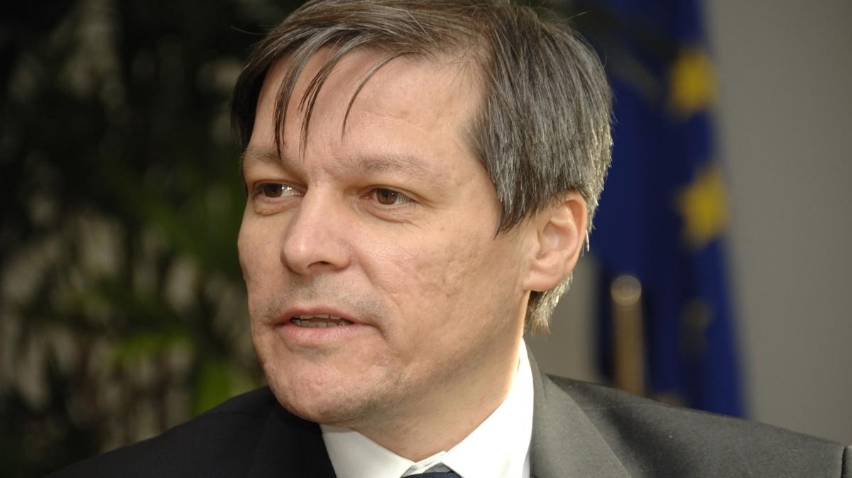 Premierul Dacian Ciolos si-a indemnat ministrii sa candideze la alegerile parlamentare din decembrie 2016, precizand ca el nu va face acest lucru.