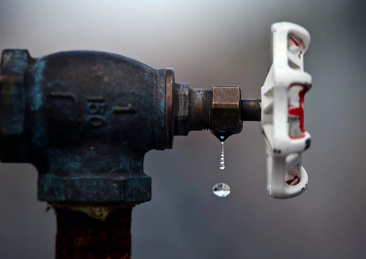 Distribuitorul de gaze Distrigaz Sud a anuntat ca va ridica poprirea asupra conturilor ELCEN, doar dupa ce compania va achita o prima transa din datorii.