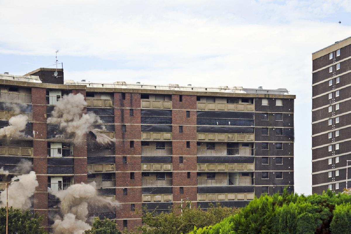Explozie într-un bloc din Medgidia: un bărbat a fost rănit și 13 garsoniere afectate