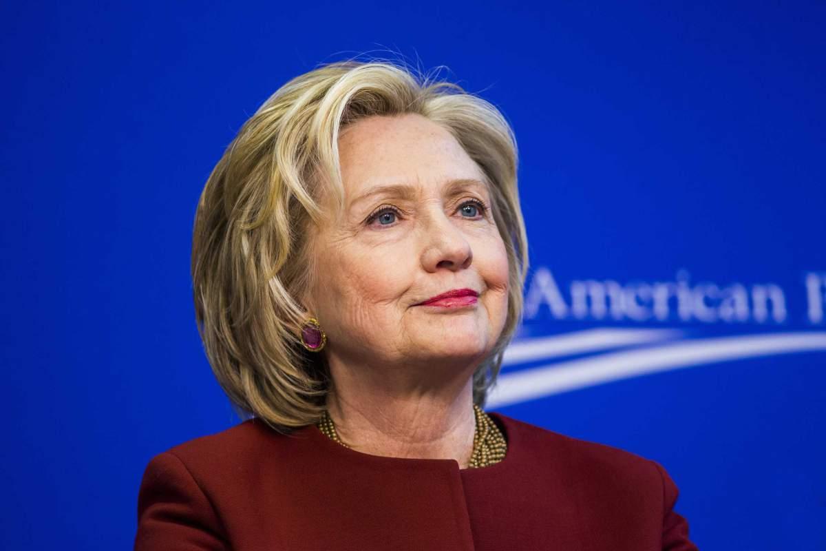 Hillary Clinton l-a criticat pe contracandidatul sau la Casa Alba, Donald Trump, dupa ce acesta l-a laudat pe Vladimir Putin.