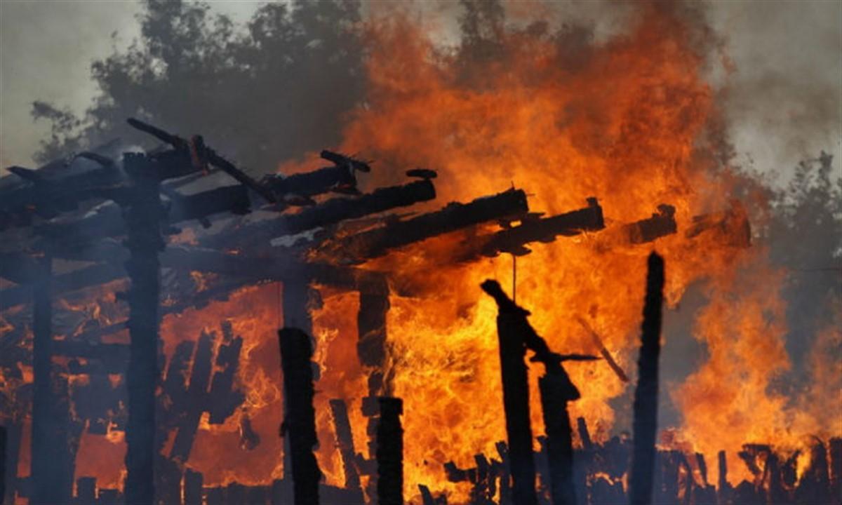 Un incendiu a izbucnit la o ferma din localitatea Baba Ana, din judetul Prahova. Proprietarul spune ca 20 de animale erau inauntru