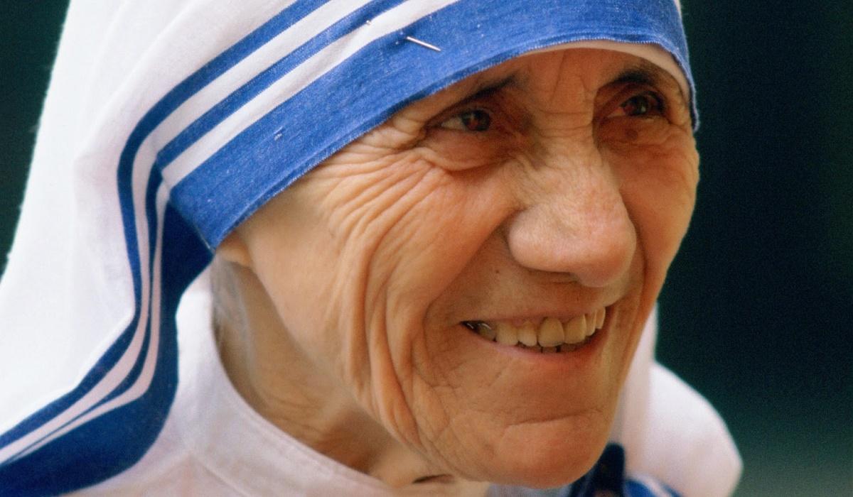 Maica Tereza a fost canonizata la Vatican, devenind sfanta. Slujba a fost oficiata de Papa Francis, in prezenta a sute de mii de oameni.
