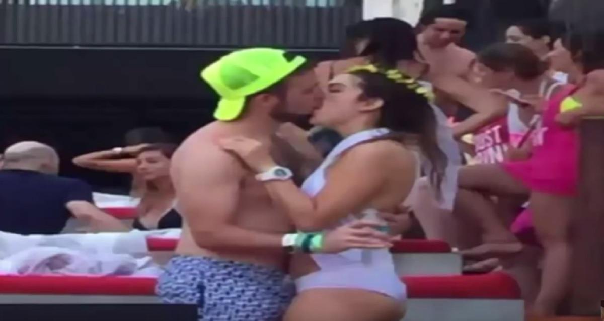 S-a sărutat cu un bărbat necunoscut la petrecerea burlăcițelor. Ce a urmat te va lăsa masca