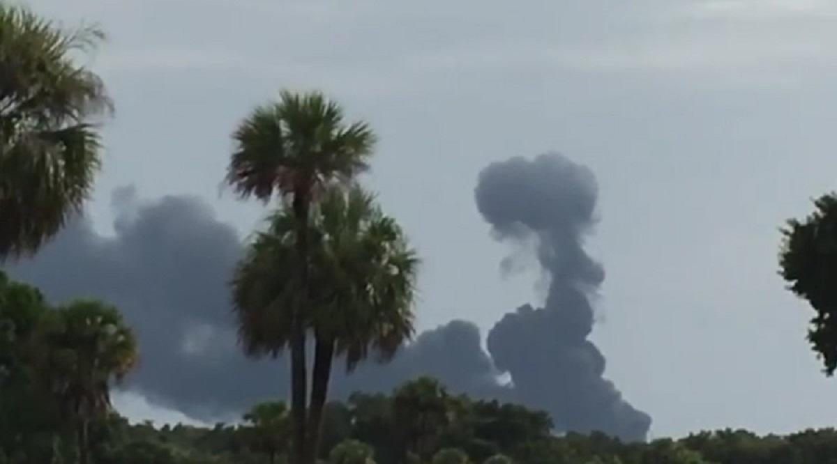 Cauza exploziei este inca necunoscuta, iar fumul gros a putut fi observat de la sute de metri.
