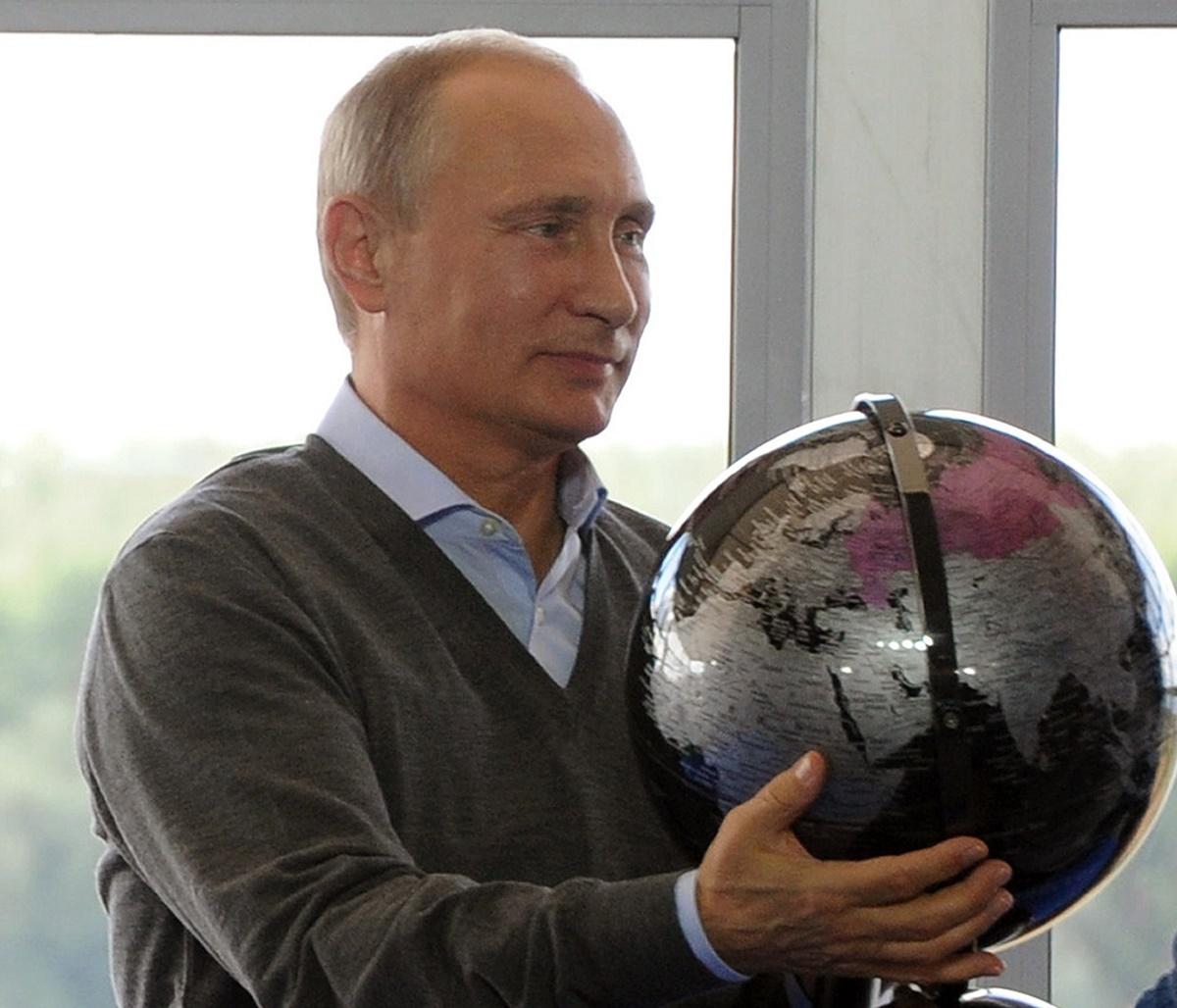 Vladimir Putin a cerut Guvernului condus de Dmitri Medvedev sa elaboreze un nou program pentru reinarmarea Rusiei, care sa fie gata pana pe 1 iulie 2017.