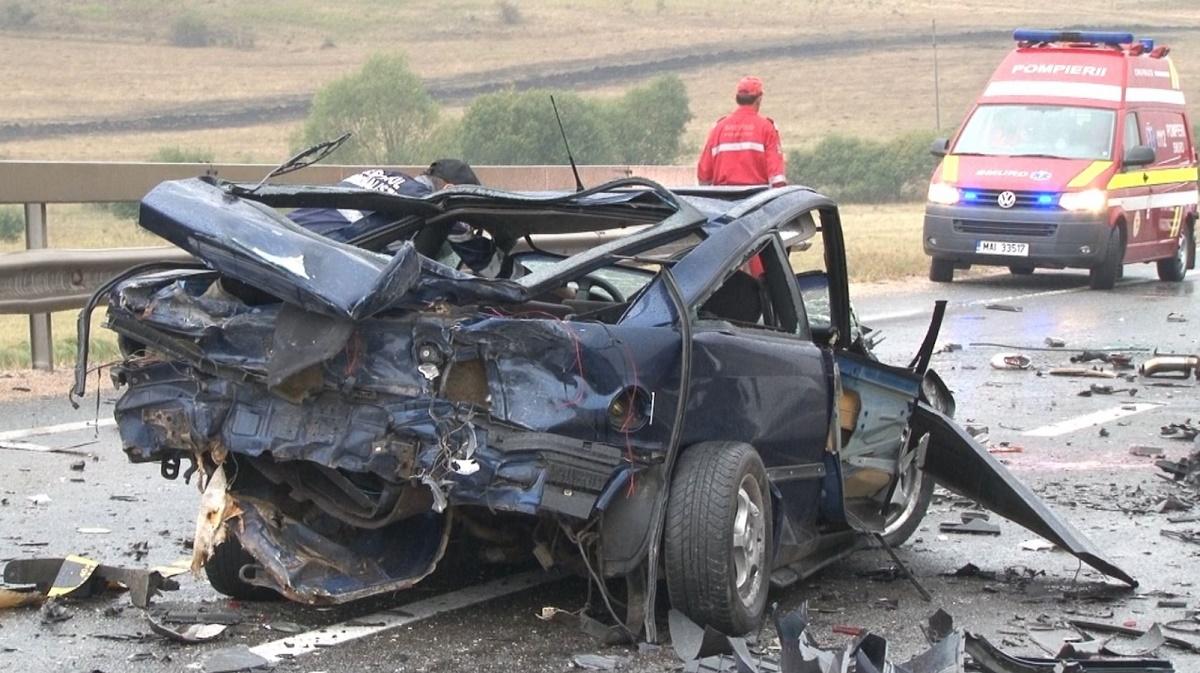 Un accident rutier s-a produs în județul Sibiu, pe raza localității Șeica Mare, pe Drumul Național 14. Un om a murit și alți trei sunt grav răniți.