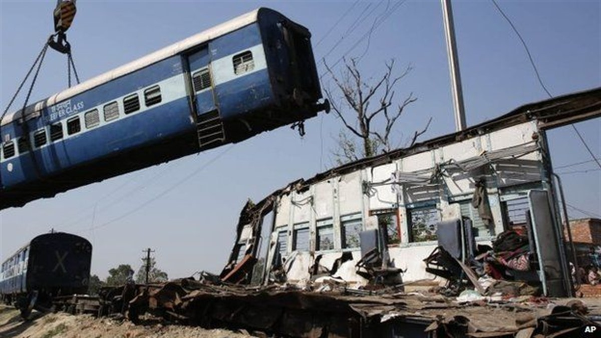 Un accident feroviar cumplit s-a petrecut în Germania, după ce un tren a lovit un camion la o trecere de nivel cu calea ferată.
