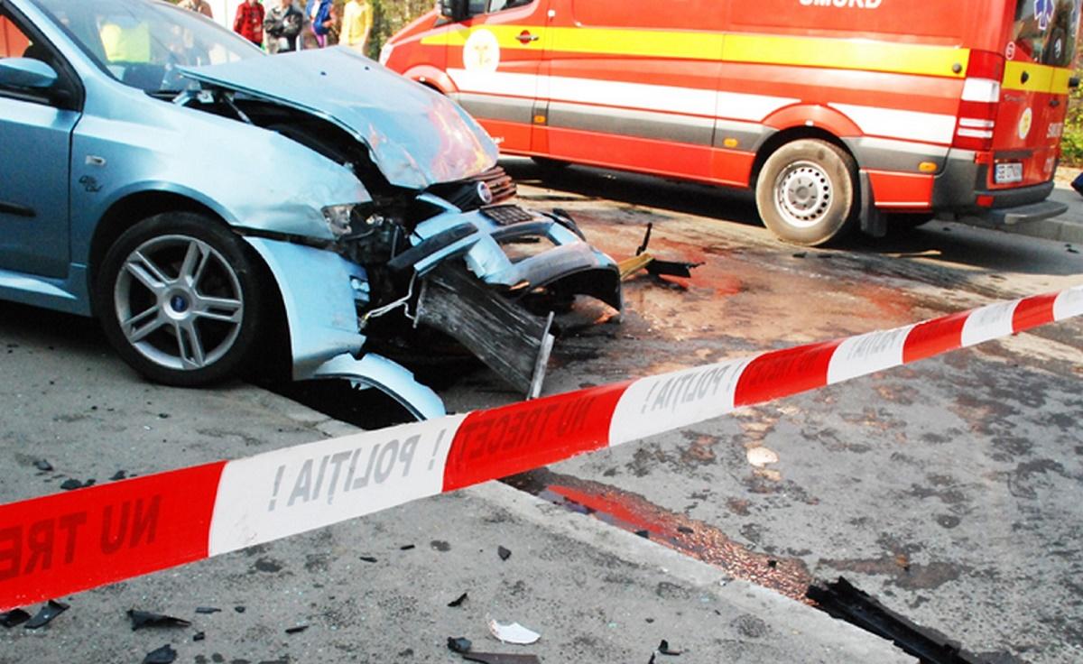 Un accident s-a produs pe Drumul Județean 106, care leagă municipiul Sibiu de comuna Poplaca, marți dimineață. Doi oameni au fost răniți.