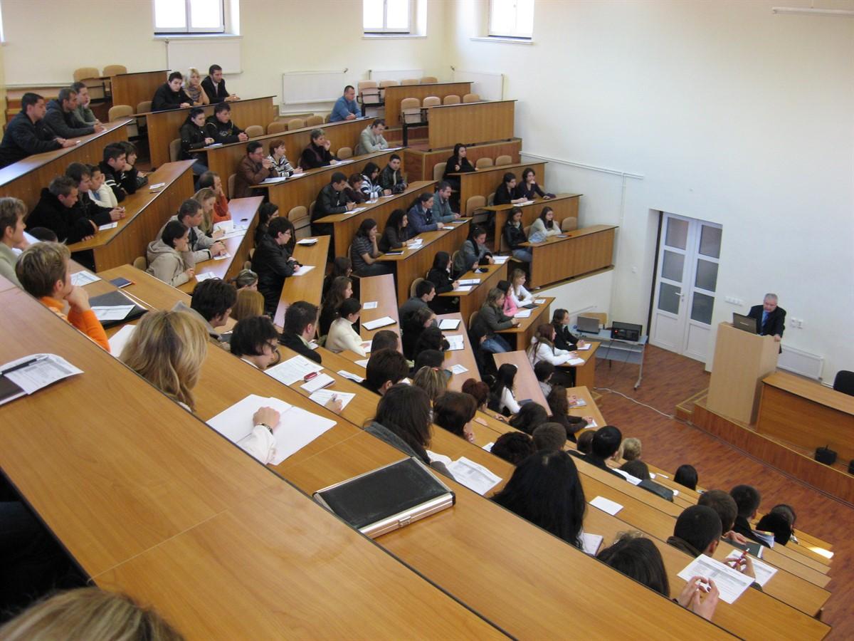 Astăzi, luni, 3 octombrie, începe anul universitar 2016-2017, festivități de deschidere urmând să aibă loc la toate universitățile din țară.