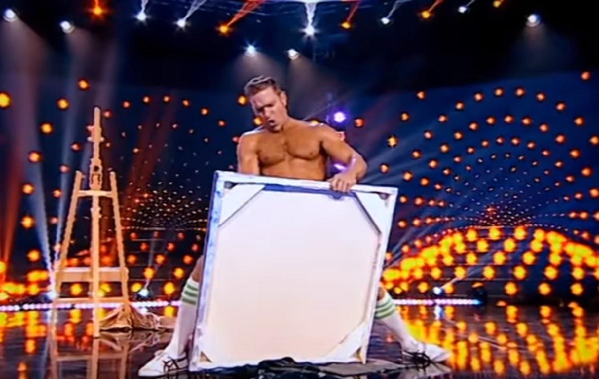 """Moment surprinzător la emisiunea """"iUmor"""". Un concurent a pictat cu penisul. Tabloul a fost postat de Bendeac pe internet"""