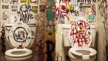 """""""Sună-mă pentru un sex bestial!"""" este mesajul scris pe peretele dintr-o toaletă. Ce s-a întâmplat după ce un bărbat a sunat"""