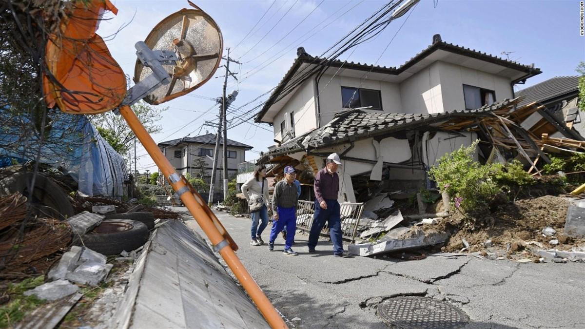 Un cutremur de 6.6 grade a zguduit Japonia, vineri dimineață. Posturile locale de televiziune anunță că mai multe clădiri s-au prăbușit.