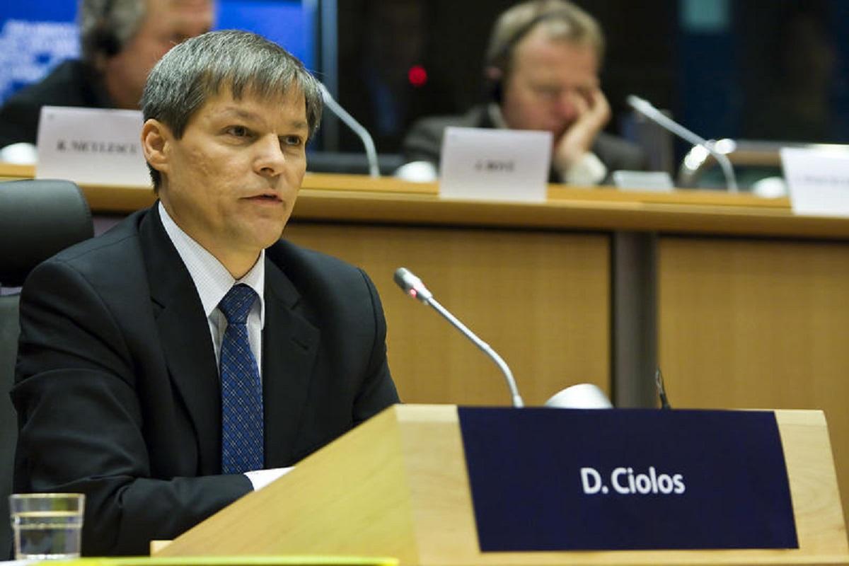 Cioloş: În pofida temerilor cărora societatea le-a făcut faţă, Armata a rămas un etalon al încrederii pentru români