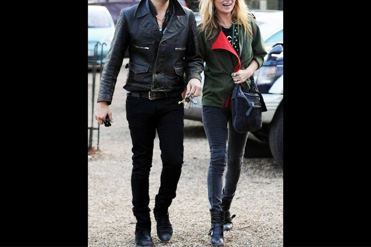 Kate Moss și soțul său, Jamie Hince, solistul trupei The Kills, au divorțat în mod oficial, după ce au ajuns la o înțelegere.