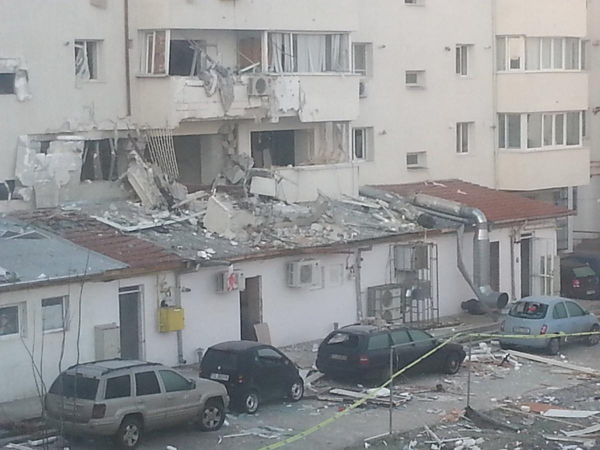 O explozie a avut loc la un bloc din Bistrița, în noaptea dintre marți spre miercuri. Nouă oameni au avut nevoie de îngrijiri medicale în urma incidentului.