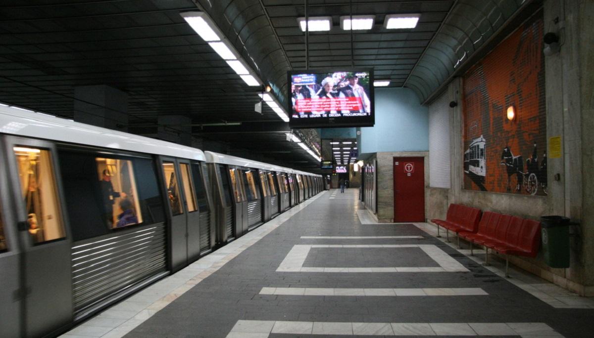 Alertă cu bombă la metrou, în București. Două stații evacuate