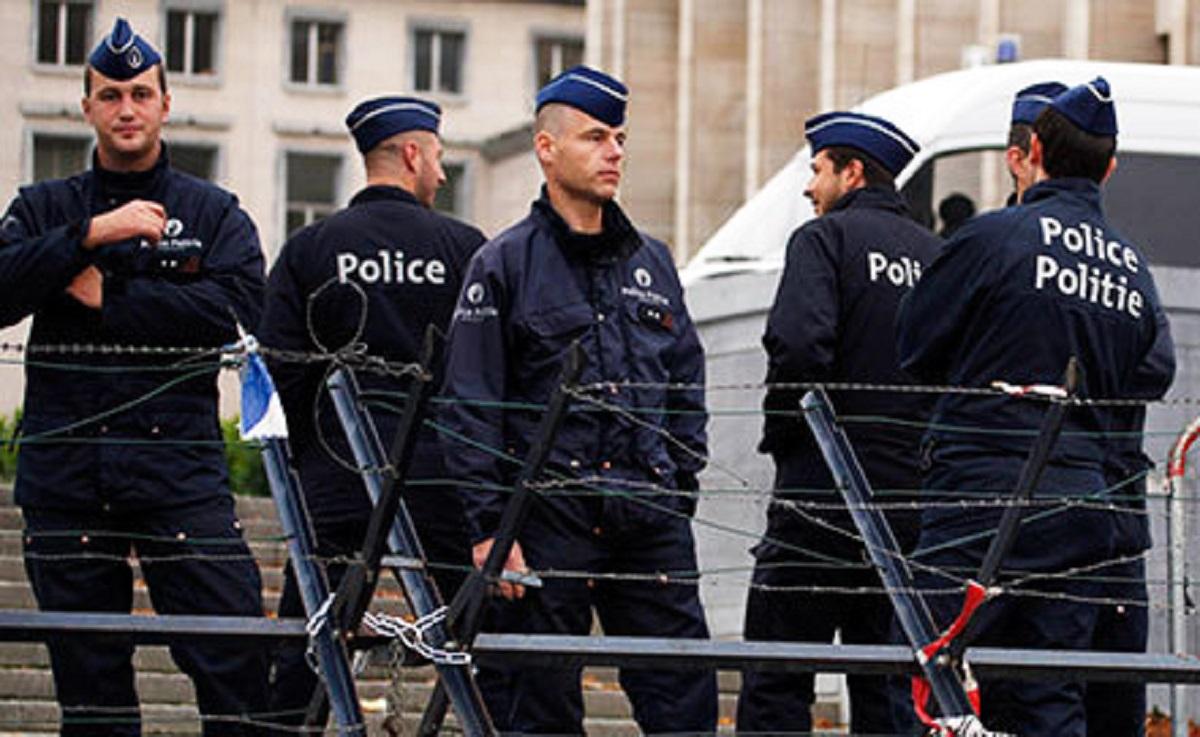 Cel puţin 15 persoane au fost luate ostatice într-un supermarket din Belgia