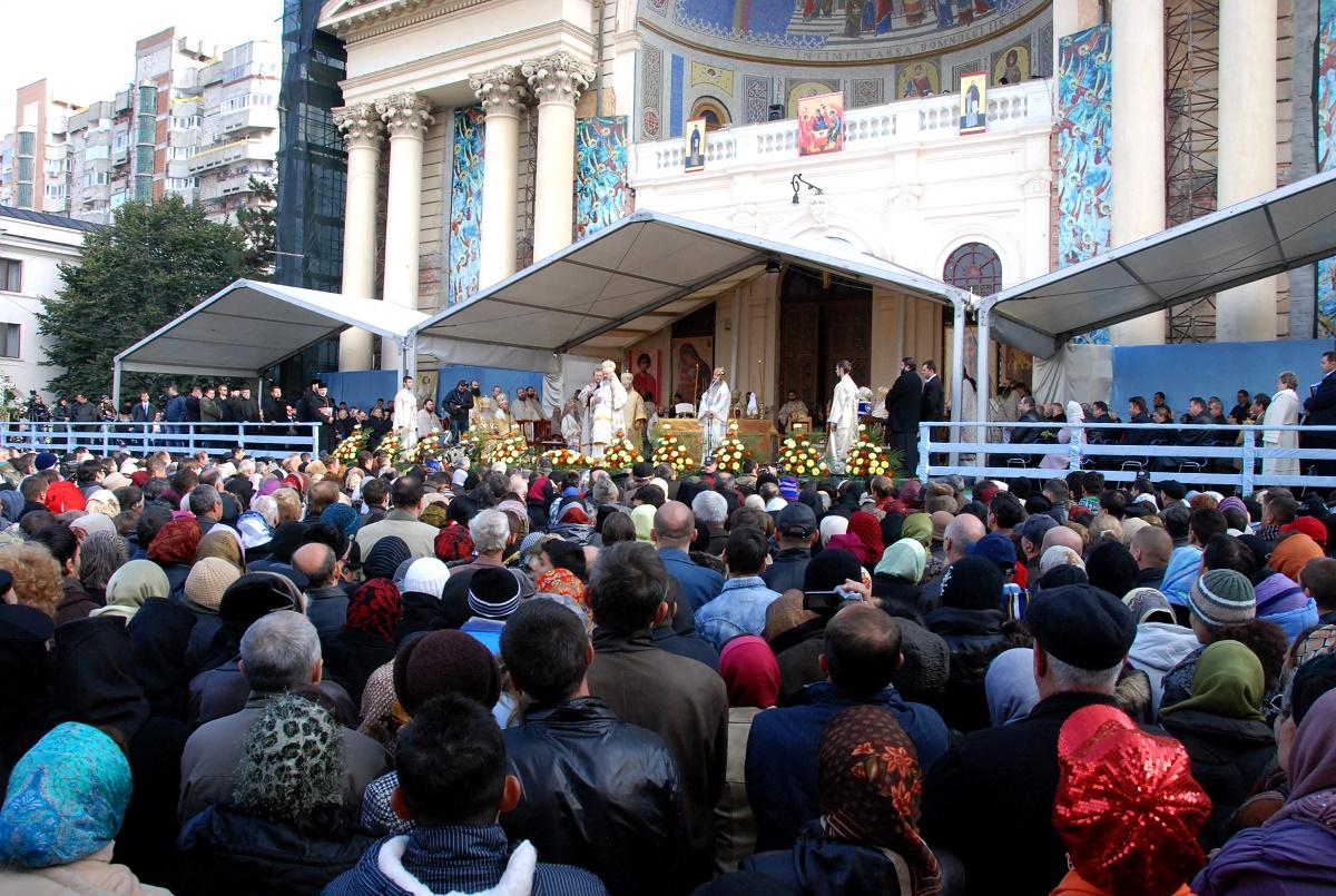 Pelerinaj Sf. Parascheva 2016. Ministerul Afacerilor Interne (MAI) a anunțat că peste 6000 de angajați ai ministerului vor asigura ordinea la eveniment.