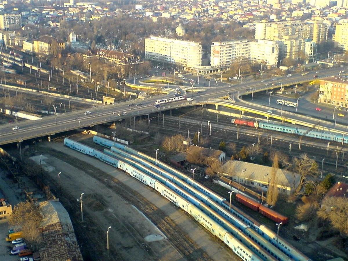 Traficul rutier este restricționat pe Podul Grant din București, vineri, 28 octombrie, după ce un rost metalic de dilatație s-a rupt.