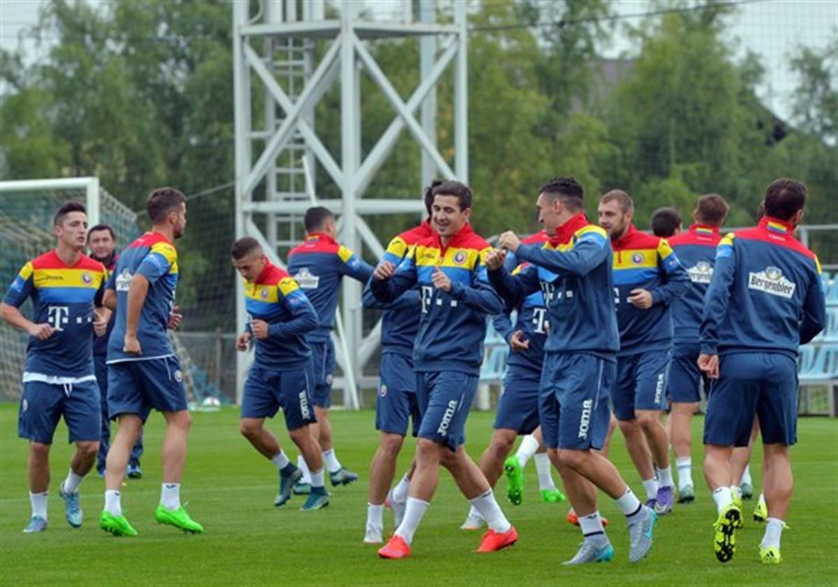 Lotul României de 25 de jucători pentru partidele cu Armenia și Kazahstan, din preliminariile CM 2018, s-a reunit la Mogoșoaia, sub comanda lui Daum.