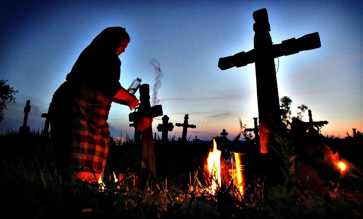 Ziua Morților (Luminație sau Luminațiile) este celebrată pe 1 noiembrie. Este o sărbătoare dedicată celor care au trecut în neființă, plină de tradiții.