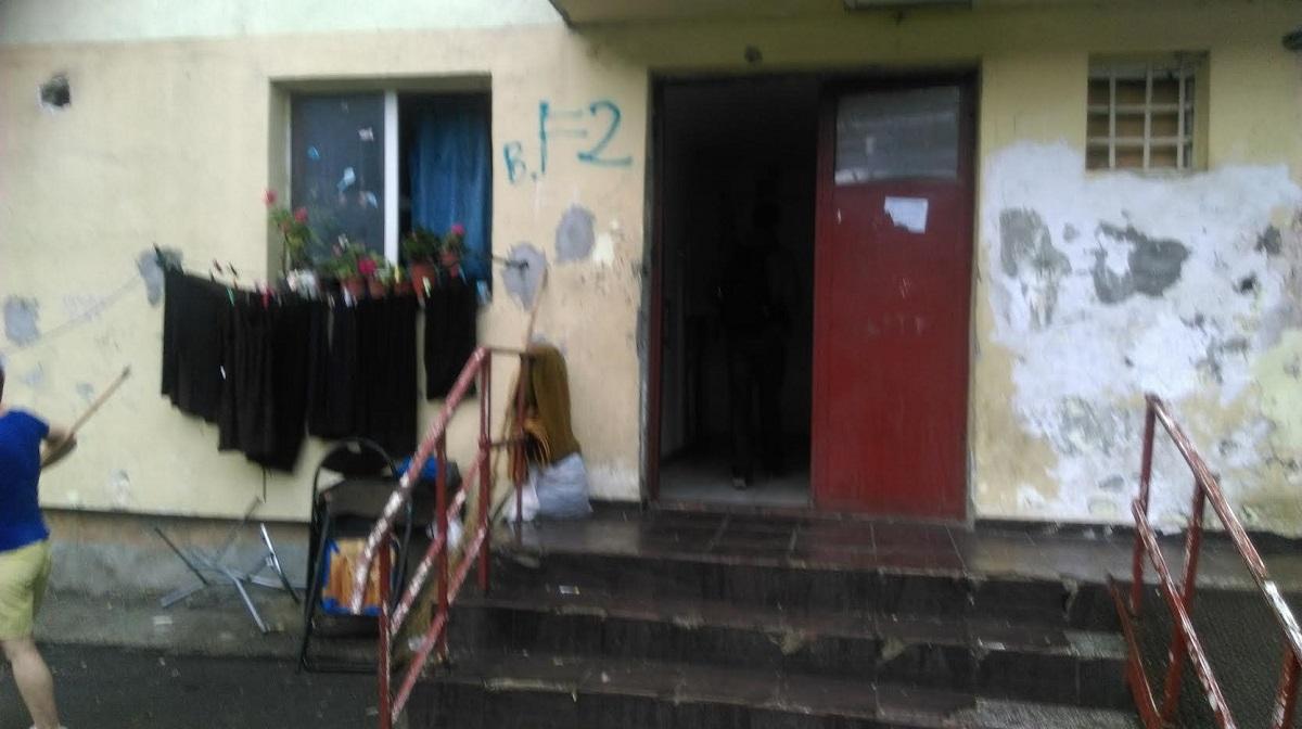 Blocurile sociale din Sectorul 4 sunt verificate de Poliția Locală. Oamenii legii verifică dacă apartamentele sunt locuite de cei cărora....