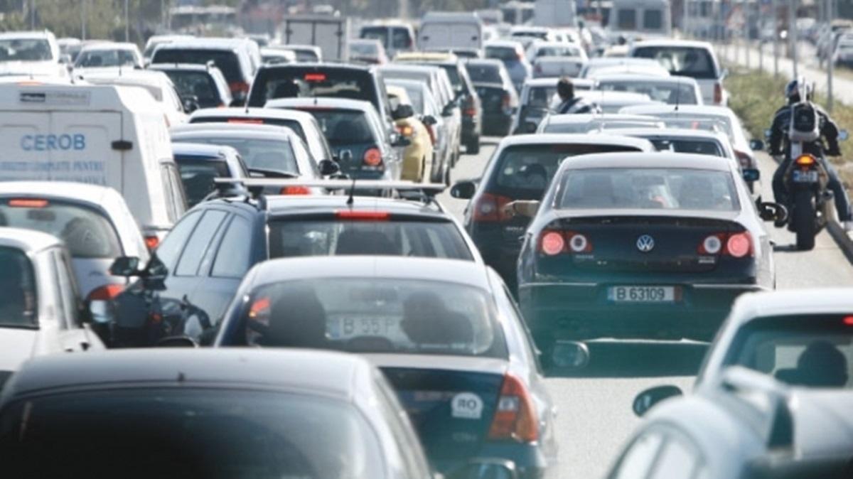 Circulație îngreunată pe mai multe drumuri din țară din cauza aglomerației. Minivacanța de 1 Decembrie a dat circulația peste cap.
