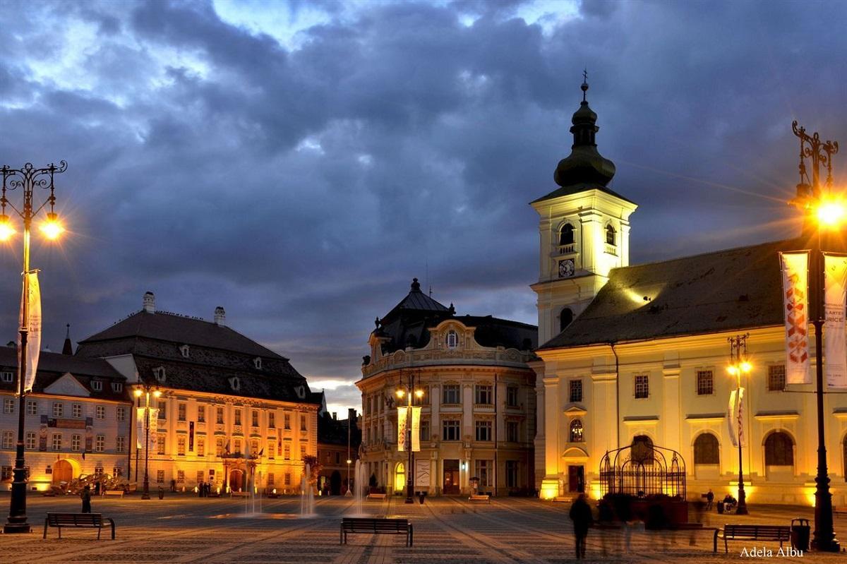 Crimă în Piața Mare din Sibiu. O femeie și-a înjunghiat soțul