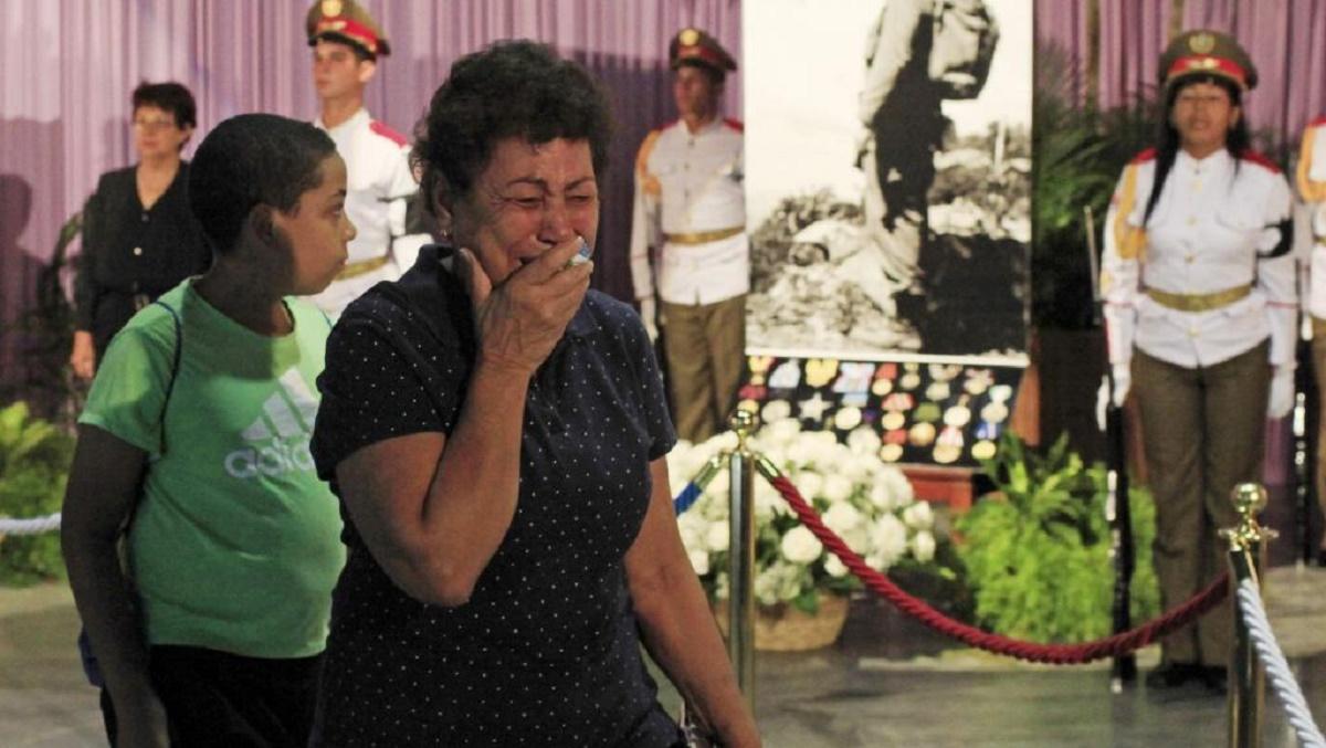 Funeraliile lui Fidel Castro. Zeci de mii de oameni s-au strâns în Plaza de la Revolucion din Havana, pentru a îi aduce un ultim omagiu liderului cubanez.