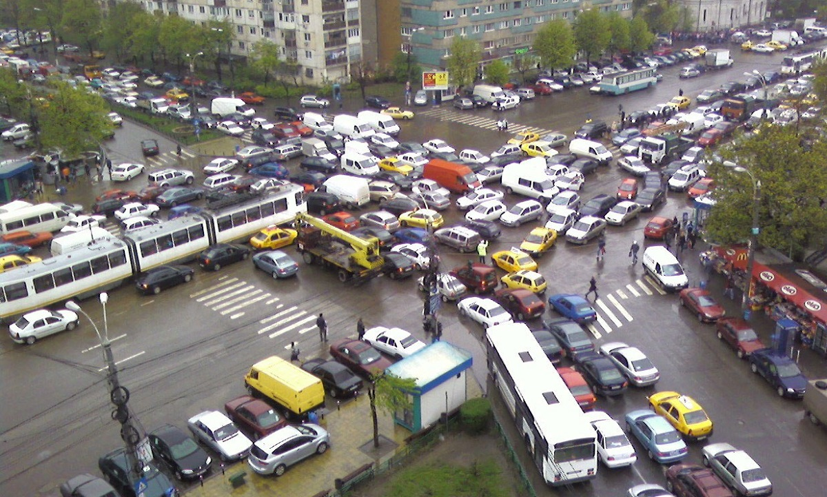 Gabriela Firea a convocat ședință cu reprezentanții Poliției Rutieră și a dat ordin să fie luate măsuri urgente de fluidizare a traficului