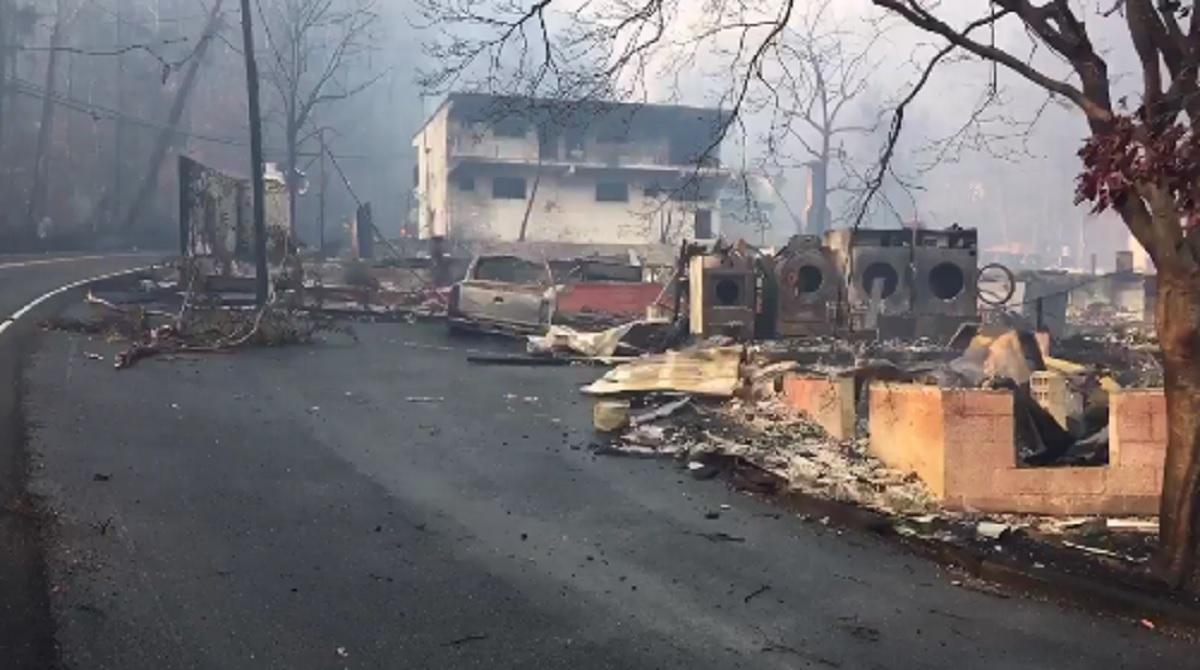Incendiu de vegetație în Tennesse. Trei oameni au murit și alte mii au fost evacuate. Oamenii au fugit doar cu hainele de pe ei pentru a se salva.