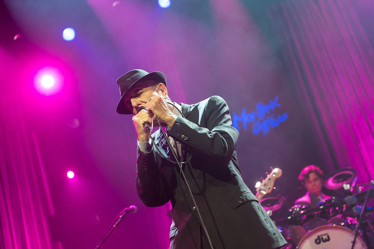 Leonard Cohen a murit
