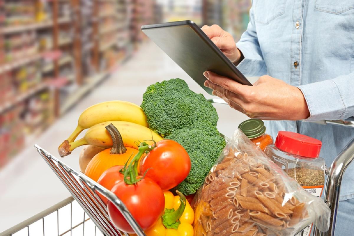 Consiliul Concurenței a lansat Monitorul Prețurilor. Pe noua platformă, românii pot compara prețurile produselor de bază comercializate de marii retaileri.