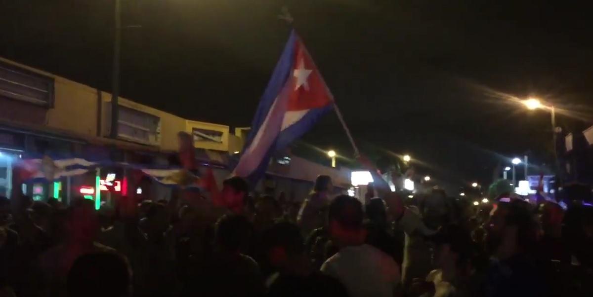 Moartea fostului dictator Fidel Castro s-a transformat într-un moment de mare bucurie pentru câțiva dintre locuitorii Cubei.