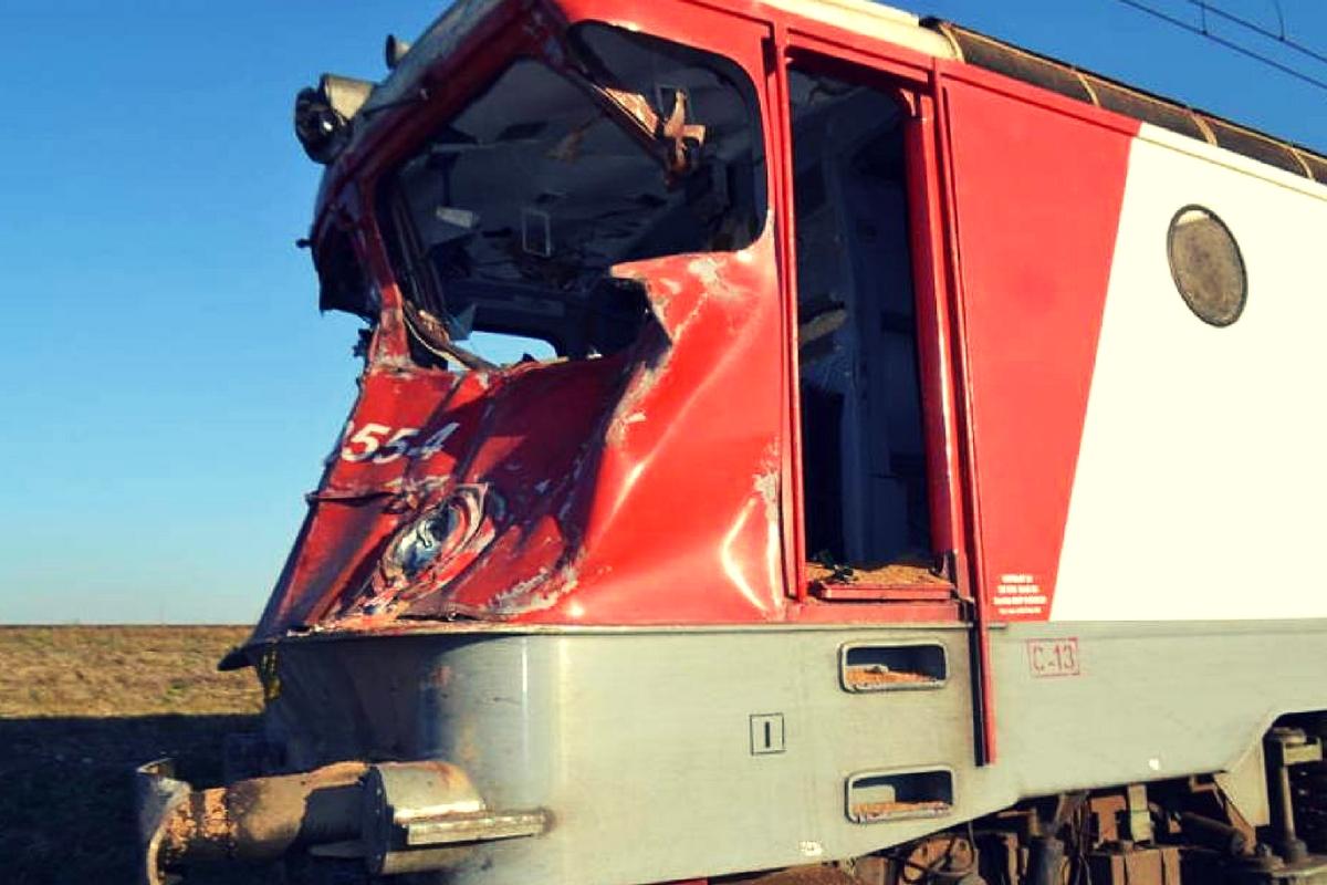 Un accident feroviar a avut loc în stația CFR Bârsești din județul Gorj. Un bărbat a murit după ce două locomotive s-au ciocnit pe calea ferată.