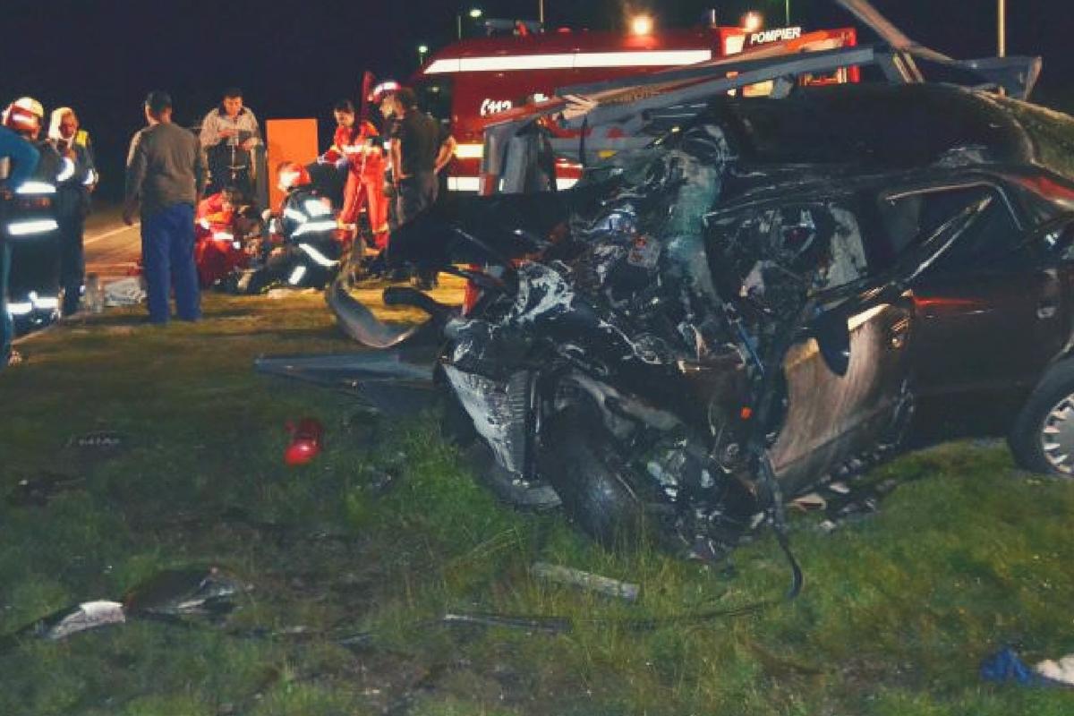 Accident în Sibiu, în seara zilei de miercuri. Trei oameni au fost grav răniți, după ce două mașini s-au cioncit la intrarea în municipiul SIbiu.