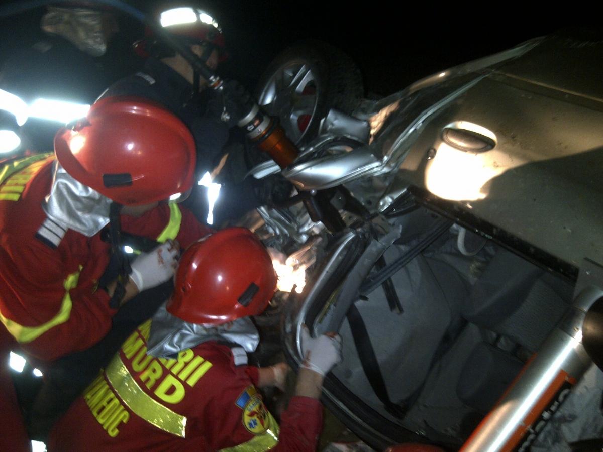 Accident în Agârbiciu, județul Sibiu, vineri noaptea. PAtru bărbați au murit după ce mașina în care se aflau a intrat într-un zid pe DN 14.