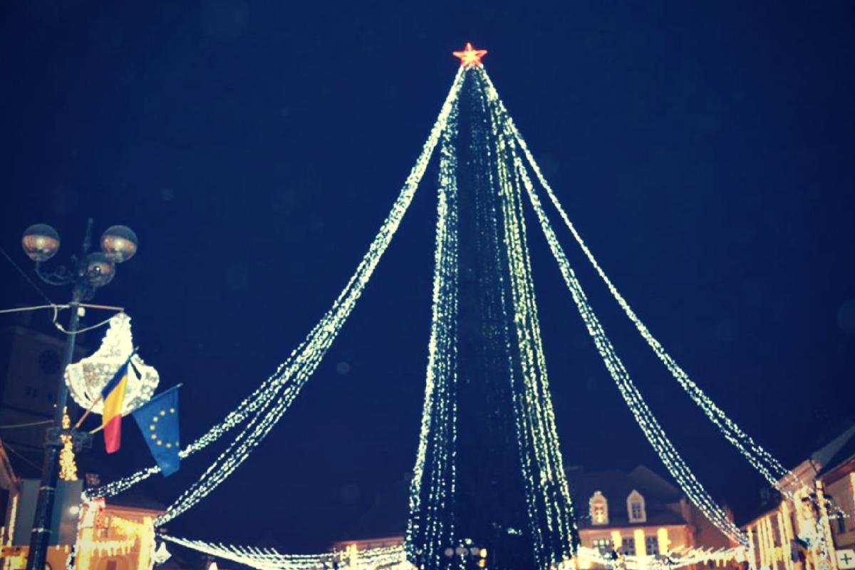 Cisnădie va găzdui cel mai mare brad de Crăciun din România. Acesta va avea o înălțime de 42 de metri, a declarat primarul municipiului din județul Sibiu.